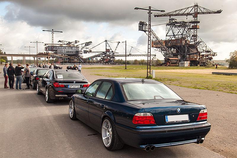 Um 10 Uhr begann das Ferropolis BMW 7er-Treffen am Kassenhaus