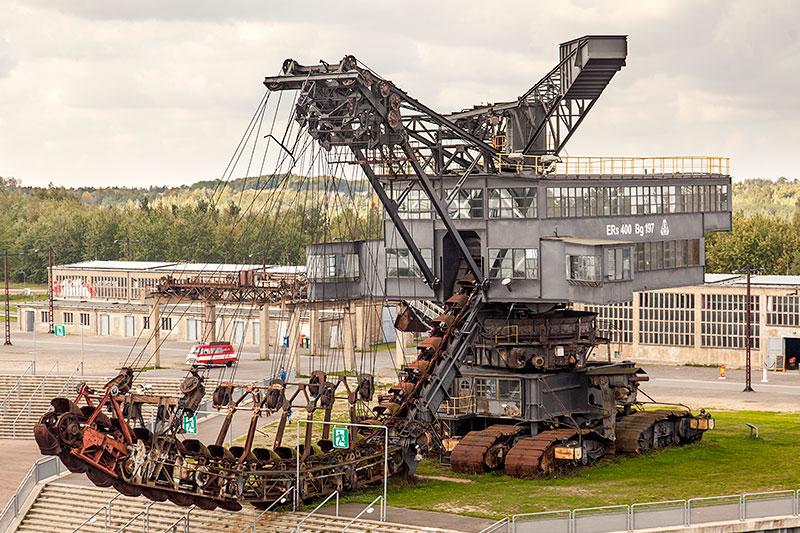Ferropolis: Mosquito Raupensäulenschwenkbagger auf Raupenfahrwerk, Baujahr: 1941, 792 Tonnen schwer, 67.1 m lang