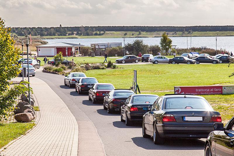 der 7er-Konvoi angekommen am trattoria al faro Restaurant am Goitzschesee