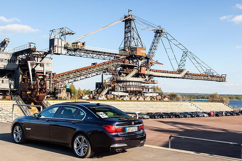 BMW 730Ld (F02 LCI) von Christian ('Christian') vor dem Gemini Absetzer in der Ferropolis