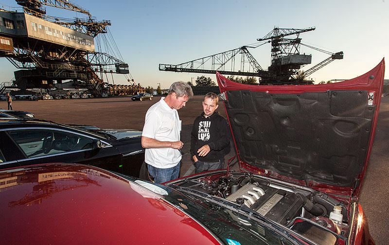 Klaus-Dieter ('gucky') mit Marco ('Amokhahn') an Marcos BMW 525td (E34) in der Ferropolis-Arena