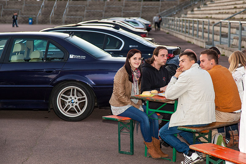 Barbecue in der Ferropolis-Arena direkt bei den teilnehmenden 7er-BMWs