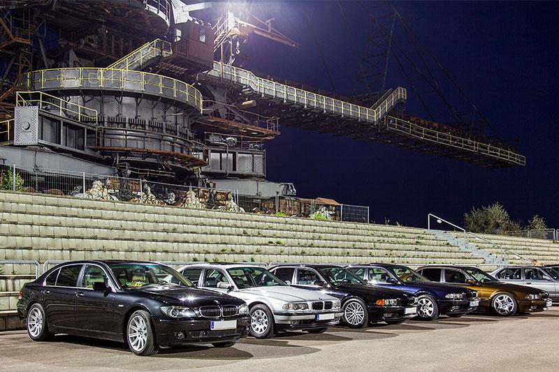 BMW 7er-Reihe am Abend in der Ferropolis Arena
