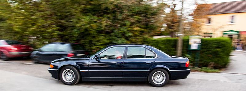 Günter ('Aschallnick') in seinem BMW 735i (E38) auf dem Weg nach Hause