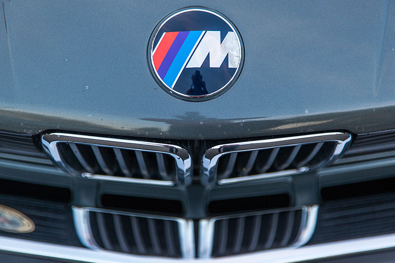 BMW 528i (E28) von Ralf ('asc-730i') mit BMW M Logo auf der Motorhaube