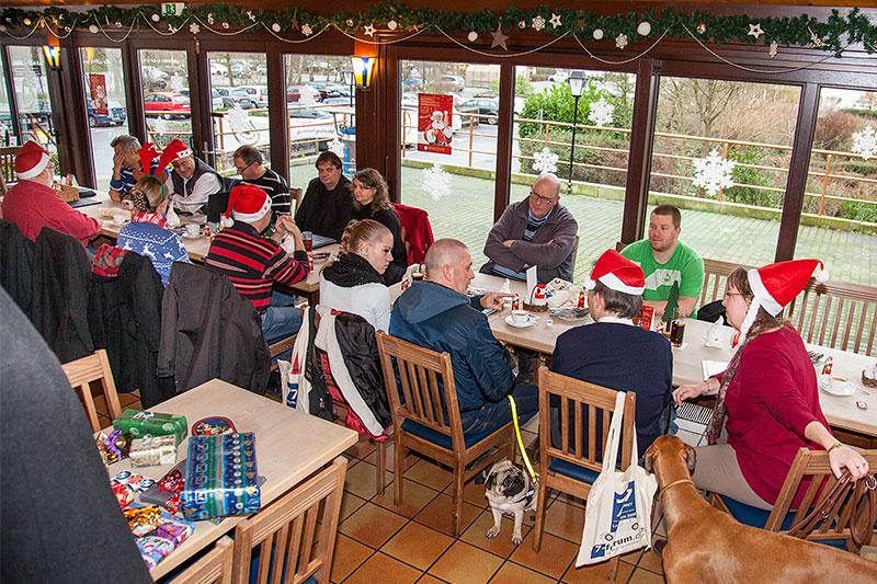 Stammtischrunde kurz vor Weihnachten im Wickrather Brauhaus in Mönchengladbach
