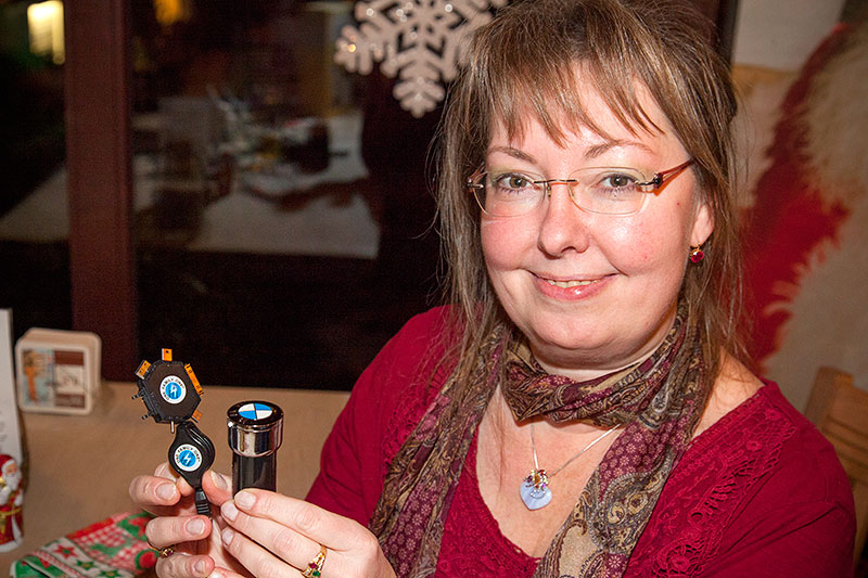 Rita ('die Windigen') bekam ein Autoladeset für Handys mit BMW Logo als Wichtelgeschenk