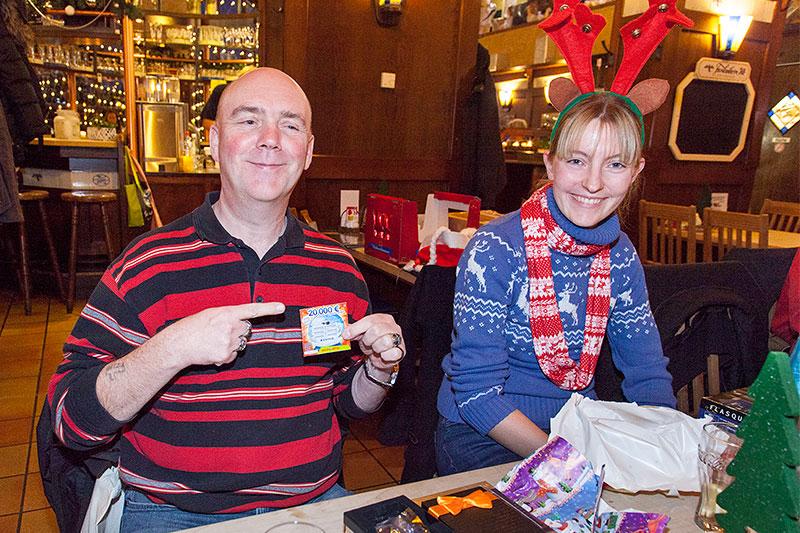 Ralf ('MetalOpa') bekam neben einem Rubellos, mit dem er zwei Euro gewann, Ventilkappen mit BMW Logo und Süßigkeiten als Wichtelgeschenk