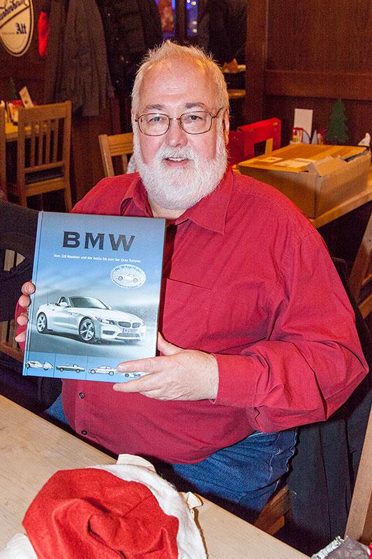 Mike ('Mike 56') bekam ein BMW-Buch, u. a. mit Infos zu früheren BMW-Modellen