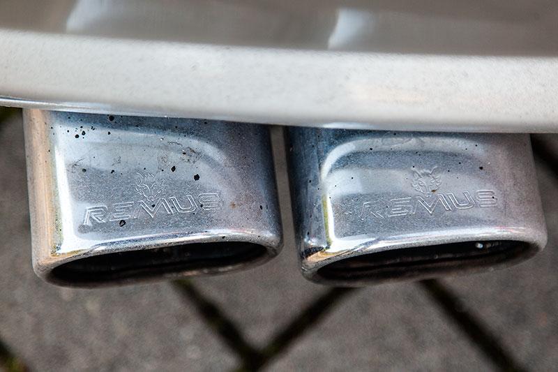 BMW 745i (E65), von Alain ('Alien'), weit heraus ragende Remus Auspuffblenden