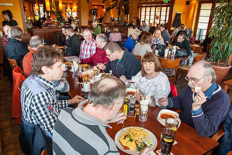 Neujahrs-Rhein-Ruhr-Stammtisch: Stammtischrunde im Café del Sol in Castrop-Rauxel