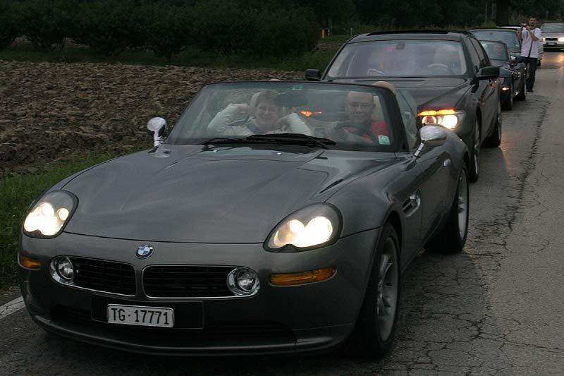 Vor der Überfahrt zur Insel öffneten die Cabrio-Fahrer ihre Verdecke
