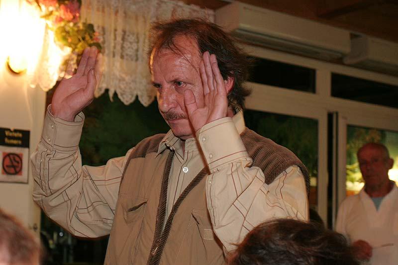 Jörg Bartz begrüßt die Teilnehmer