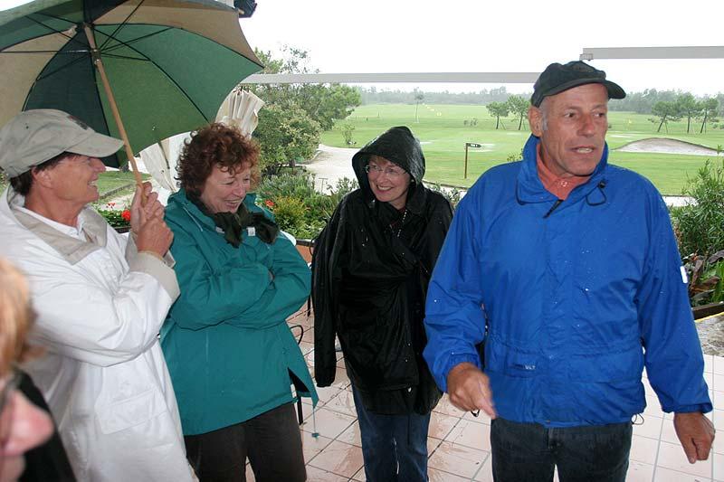 Herr Erban (rechts) mit den Teilnehmern am Golfhotel