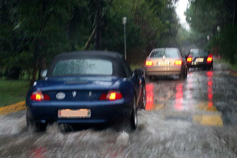 vom Regen überflutete Straßen auf Albarella