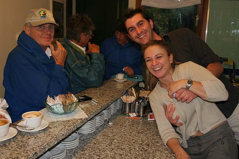 nach der Rundfahrt im Café im Fiordo Diamante