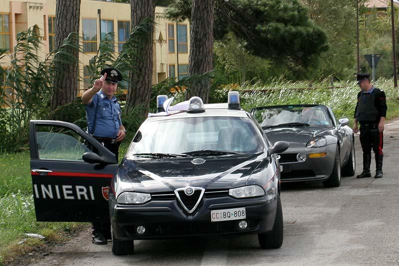 italienische Polizisten interessieren sich für Pascals Z8