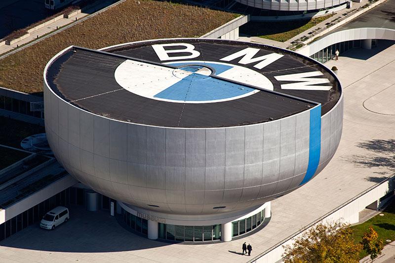 BMW Museumsschüssel vom Olympiaturm aus gesehen