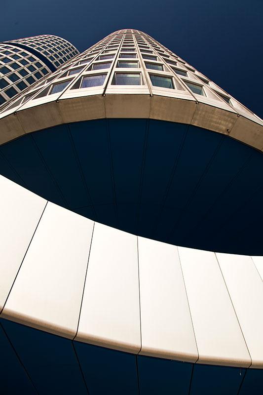 BMW Konzernzentrale 'Vierzylinder', von unten betrachtet