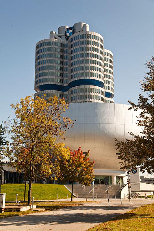 BMW Konzernzentrale 'Vierzylinder' mit BMW Museum