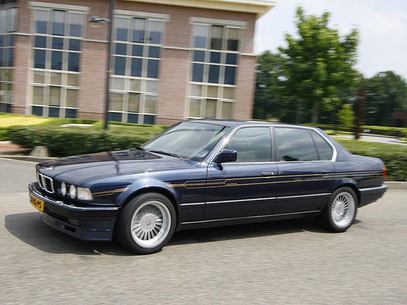 Martin de Boer, Besitzer des BMW 750Li (E32), am Steuer seines BMWs im Alpina-Design