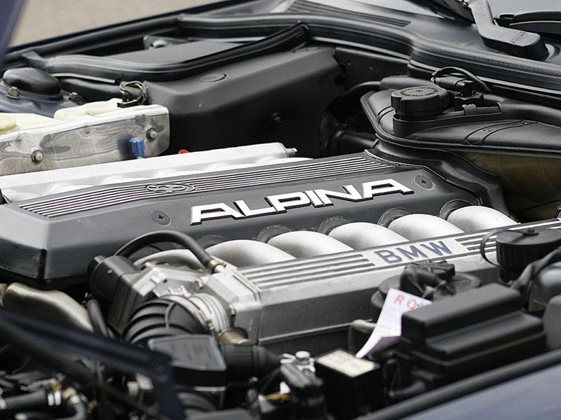 Zwölfzylinder-Merkmal: Eckige Auspuffendrohre hatte nur der V12 zu bieten