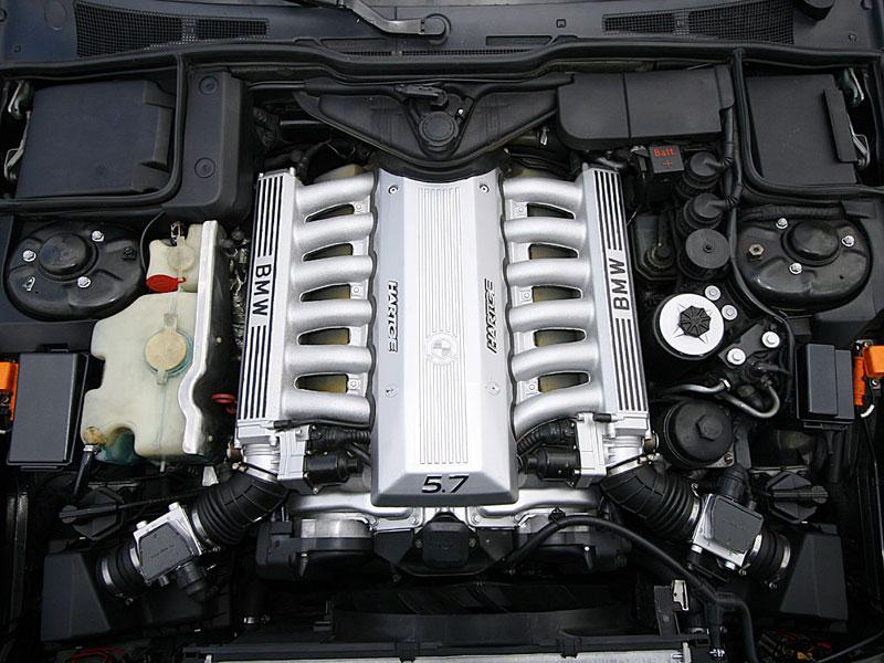 Glücksgriff mit Hindernissen: Den Hartge-6,0-Liter-Motor konnte Francois im Web ersteigern, musste ihn aber anschließend noch im Bereich der Elektronik komplettieren