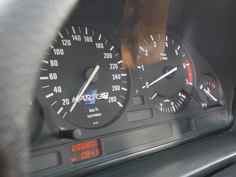 Es geht voran: Dank der potenten Antriebseinheit ist die große Limousine rasante 284 km/h schnell