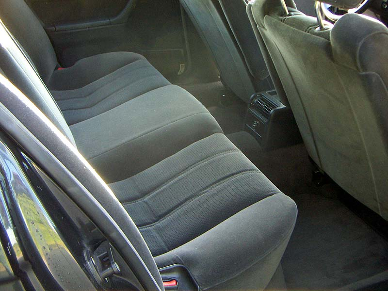 Velours-Sitze im Fond im BMW 735i (E32) von Herfried