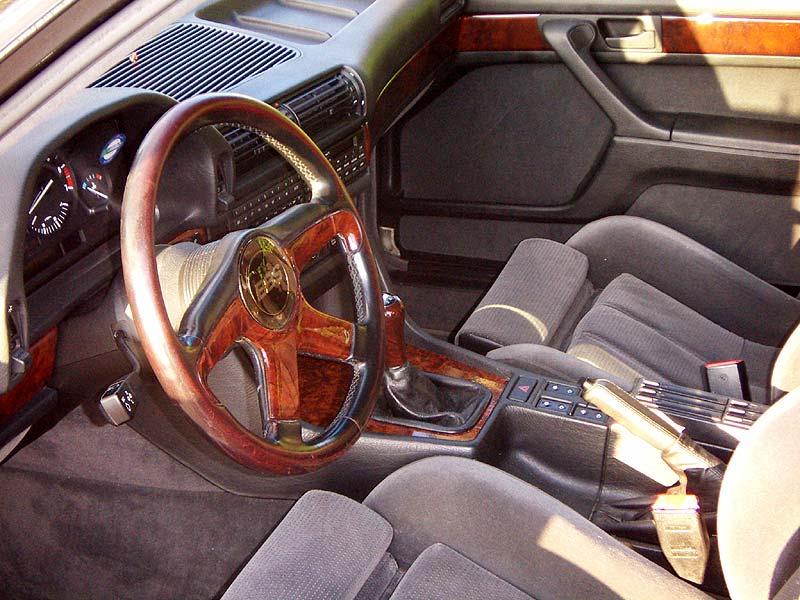 Innenraum vorne des BMW 735i (E32) von Herfried