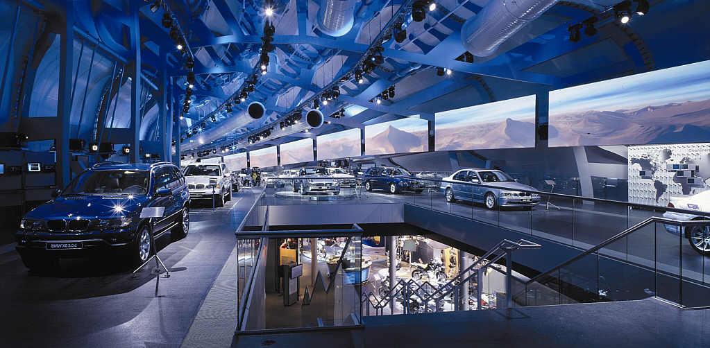 BMW Messe-Pavillion auf der IAA 2001
