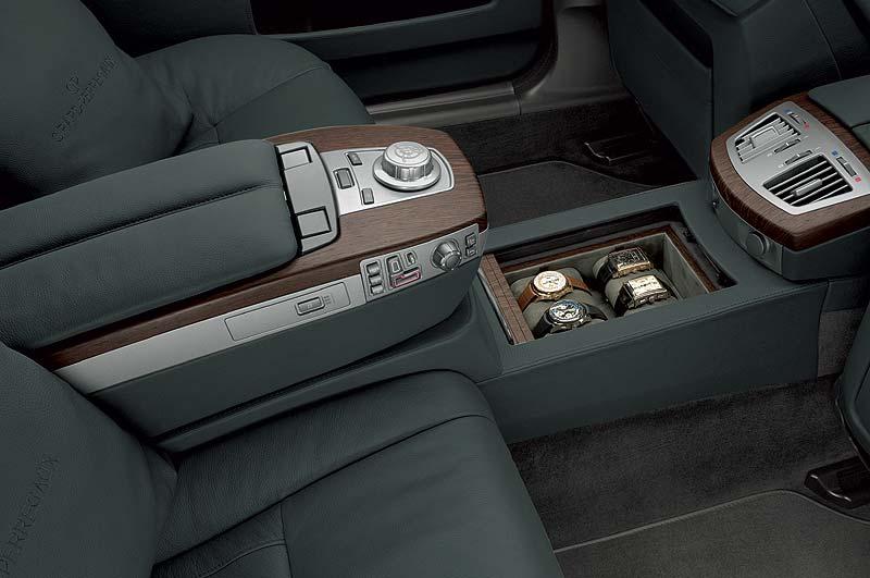 Wertfach mit Girard-Perregaux Uhren, I-Drive mit graviertem GP Logo im BMW Individual 760Li