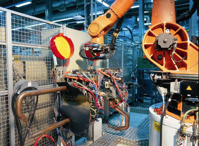 Industrierobotor im Karosseriebau im BMW-Werk Dingolfing