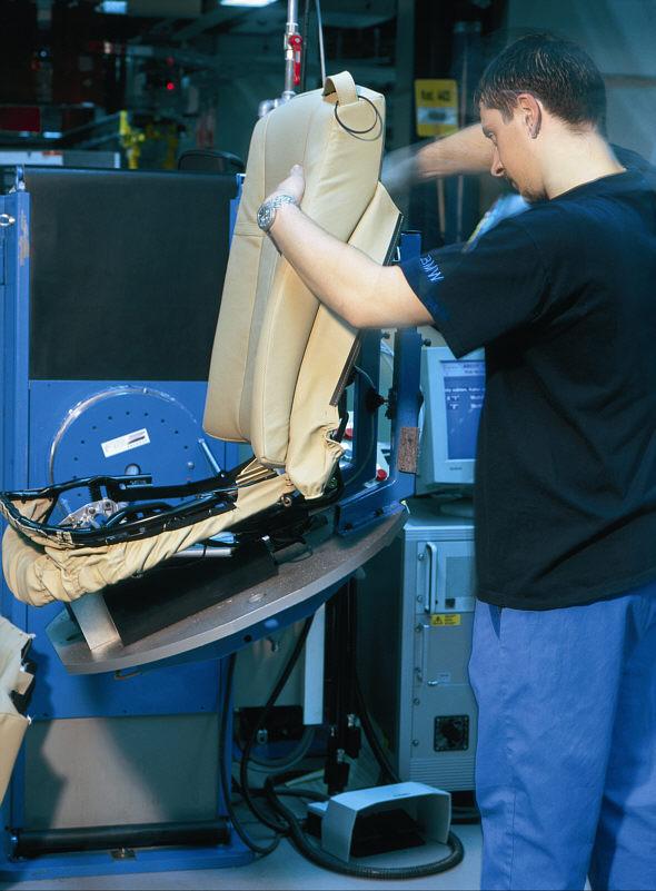 Fertigungsinsel für die Sitzherstellung im BMW-Werk Dingolfing