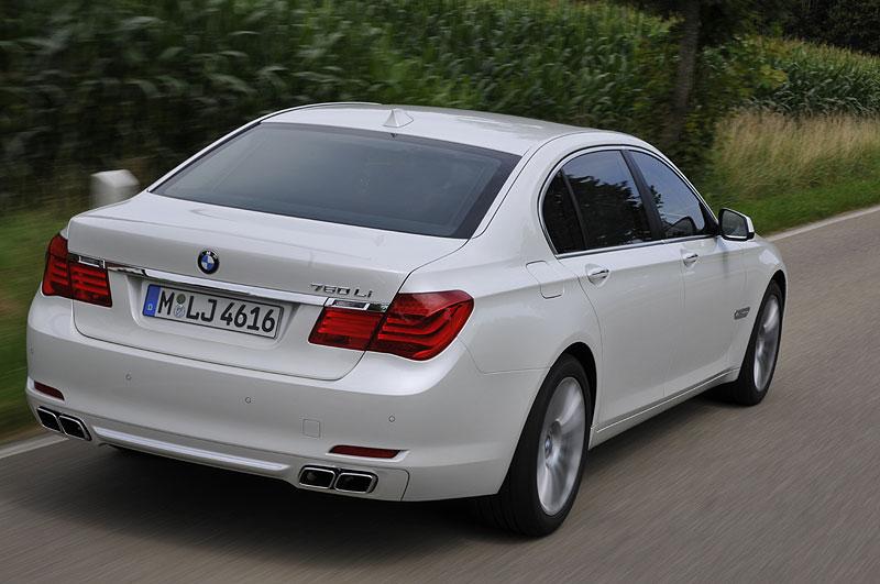 BMW 760Li (F02) bei Testfahrten nahe Schloß Hohenkammer