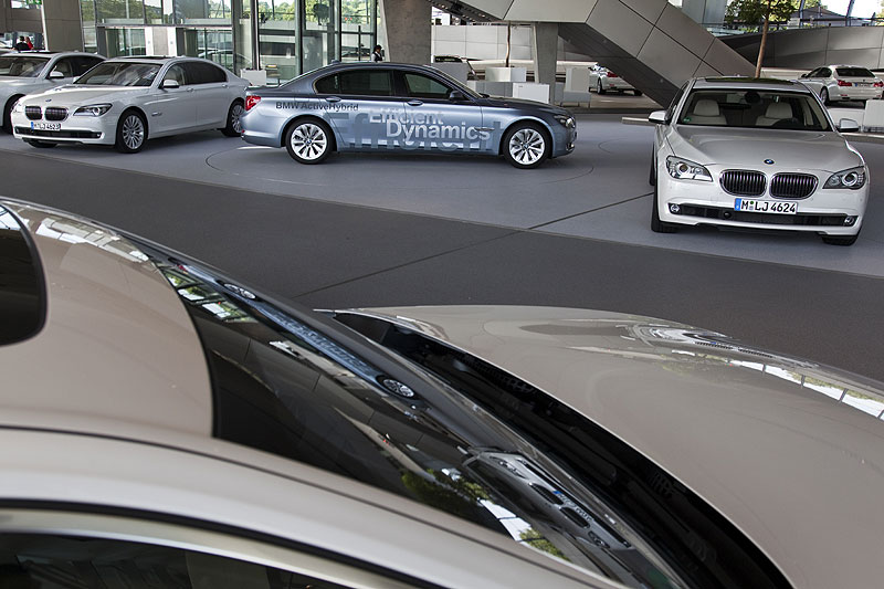 BMW 7er ActiveHybrid (Mitte) wurde den Journalisten auch kurz vorgestellt