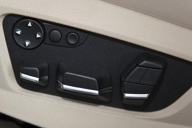 BMW 760Li, Sitzverstellungstasten an den Vordersitzen