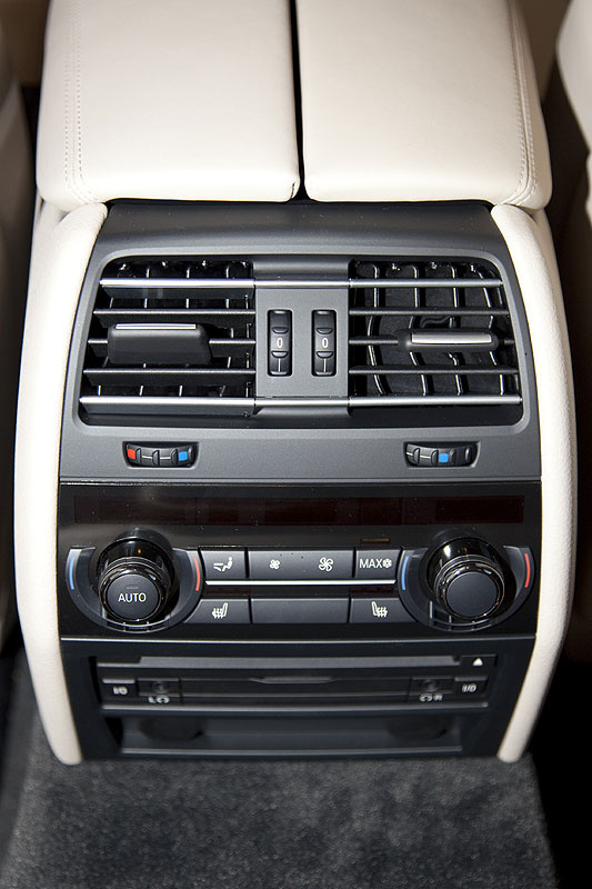 BMW 760Li, Bedienung der serienmäßigen 4-Zonen-Klima-Anlage, Bedienelement im Fond