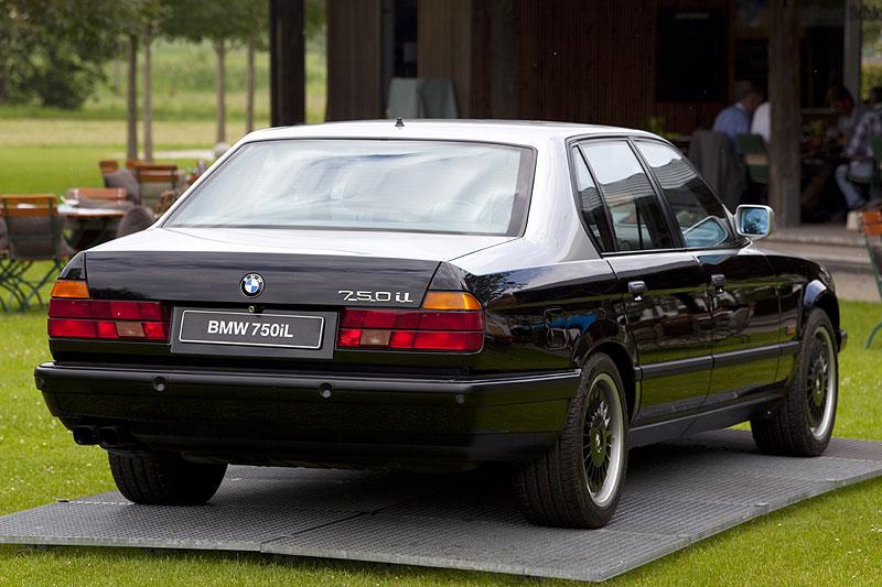 Foto Erster 7er Bmw Mit V12 Motor Das Modell E32 Hier Der Bmw 750il Modell E32 Designed