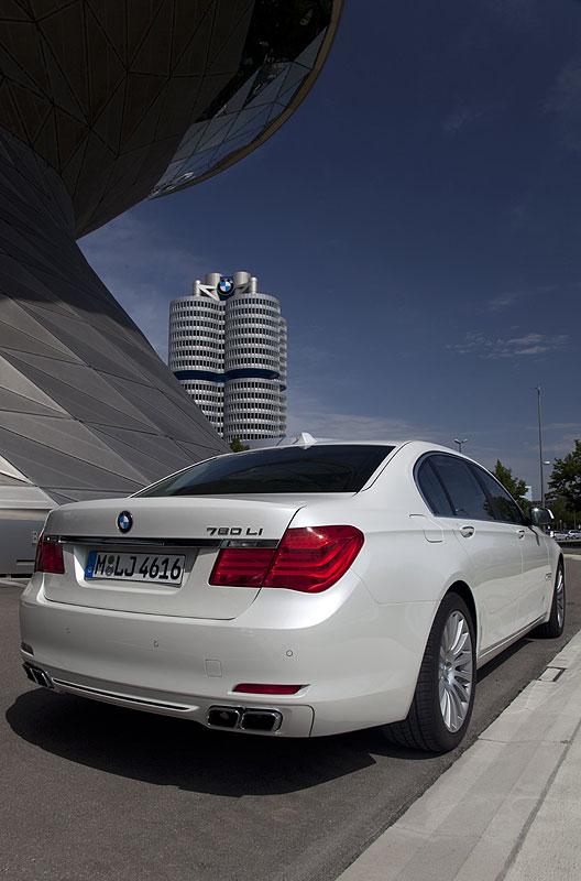 BMW 760Li (F02) an der BMW Welt in München