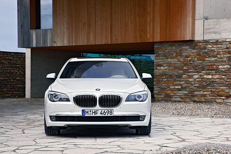 BMW 760Li (F02)