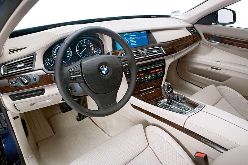 BMW 760Li (Modell F02), Cockpit