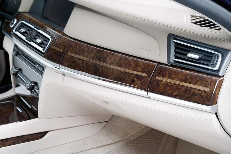 BMW 760Li (Modell F02), Holzleisten mit Intarsien
