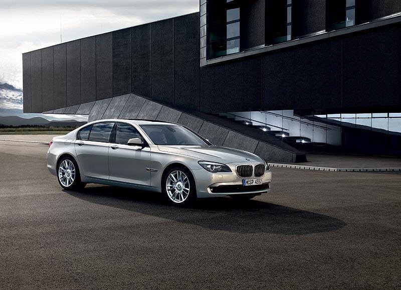 Der neue BMW 7er, BMW Individual, Mondstein metallic und Leichtmetallräder V-Speiche 301l, 20Zoll