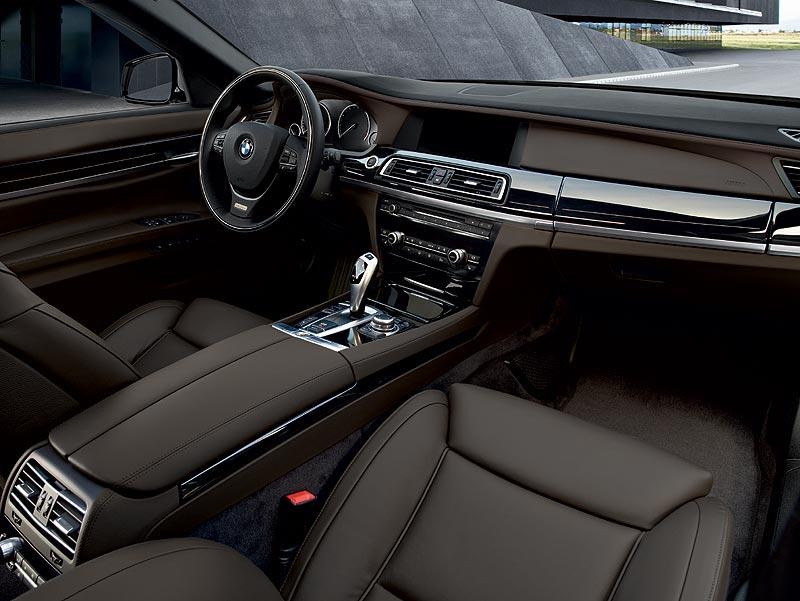 Der neue BMW 7er, BMW Individual, Interieur Leder Merino Feinnarbe in Cohibabraun und Leiste Pianolack mit Intarsie
