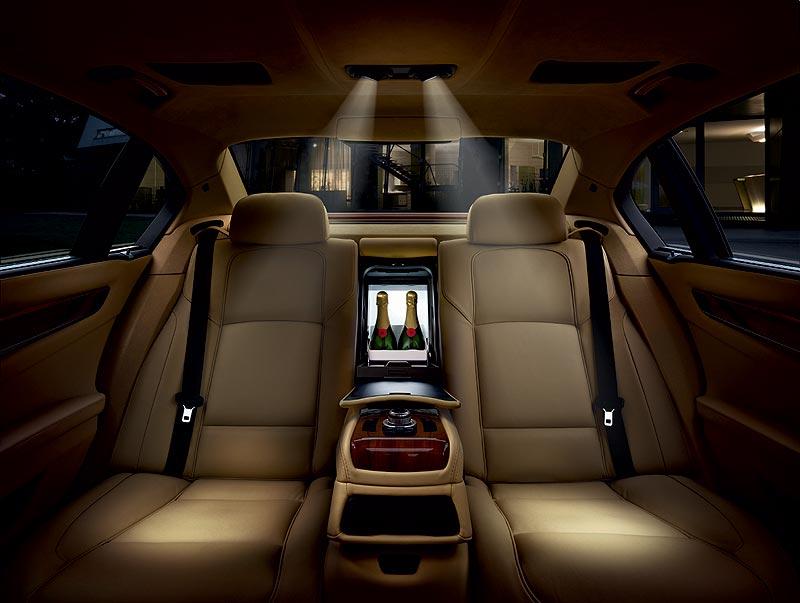 Der neue BMW 7er, BMW Individual, Kühlbox und kardanische Leseleuchten im Fond