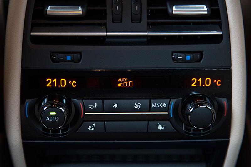BMW ActiveHybrid 7, Bedienteil der 4-Zonen Klimatisierung im Fond