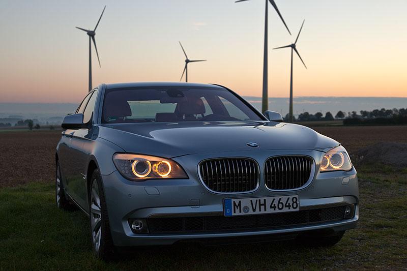 BMW ActiveHybrid 7: kostet ausstattungsbereinigt 4.730 Euro mehr als der 750i/Li