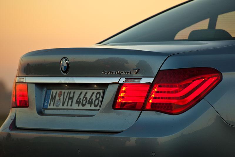BMW ActiveHybrid 7: der E-Motor sorgt für eine Drehzahlsenkung des V8-Motors um bis zu 600 U/Min.