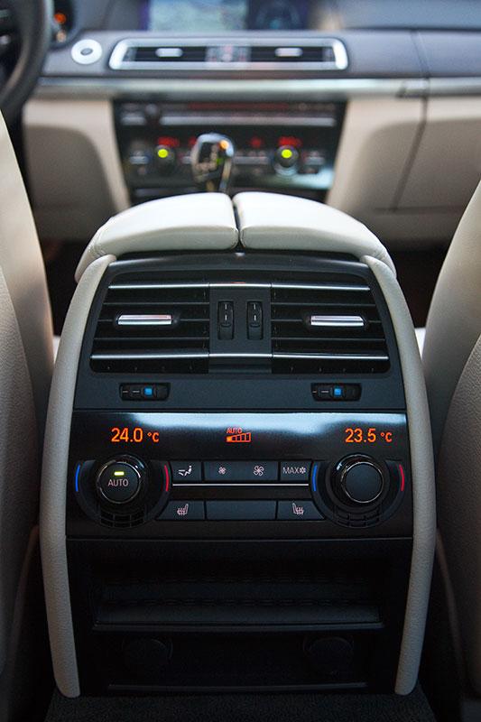BMW ActiveHybrid 7, 4-Zonen-Klimaanlage mit separater Bedienung im Fond serienmäßig